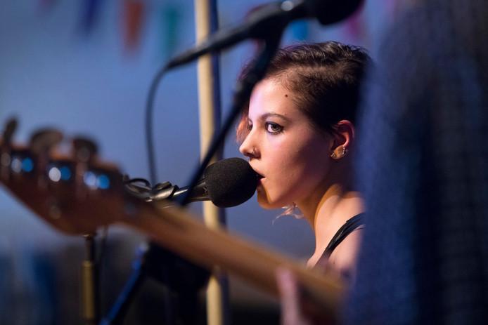 De Wijchense zangeres Lakshmi.