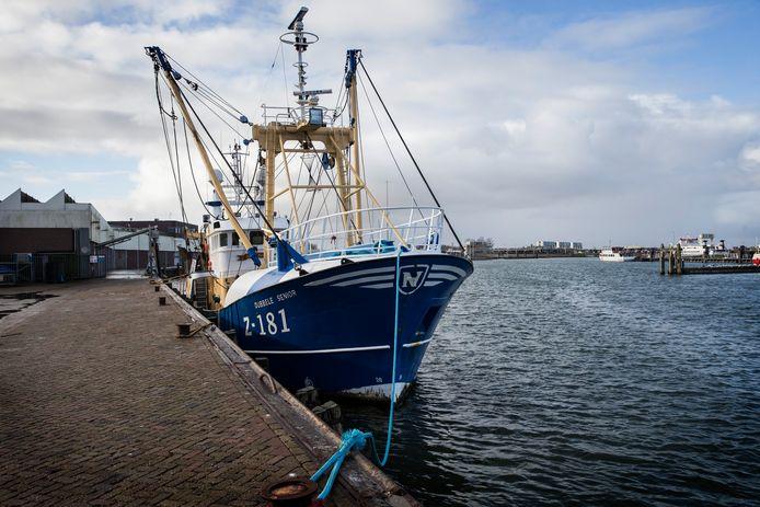 De kotter Z181 in de haven van Lauwersoog.