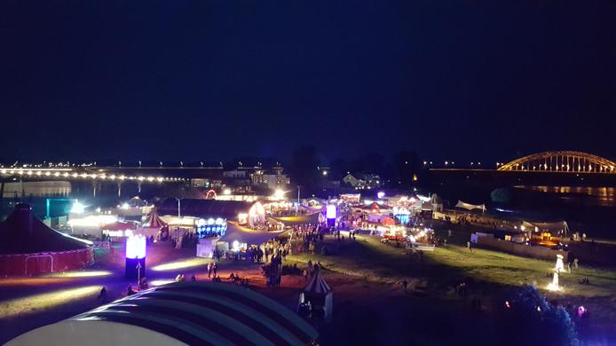 Ook al reed het pontje zaterdagavond niet naar 't Eiland, het festival trok toch veel mensen.