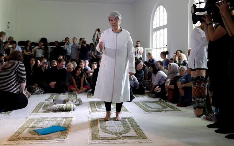 Seyran Ates tijdens de opening van de Ibn-Rushd-Goethe-moskee. Beeld ap