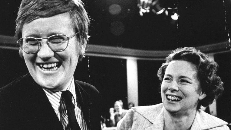 Verkiezingen 1972. Een overgelukkige Hans Wiegel en Haya van Someren, nadat de winst voor de VVD zich duidelijk ging aftekenen. de partij haalt 6 zetels winst en is daarmee de derde partij in Nederland. ANP PHOTO Beeld ANP