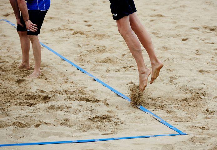 Beachvolleybaltoernooi onder studenten pakt verkeerd uit.