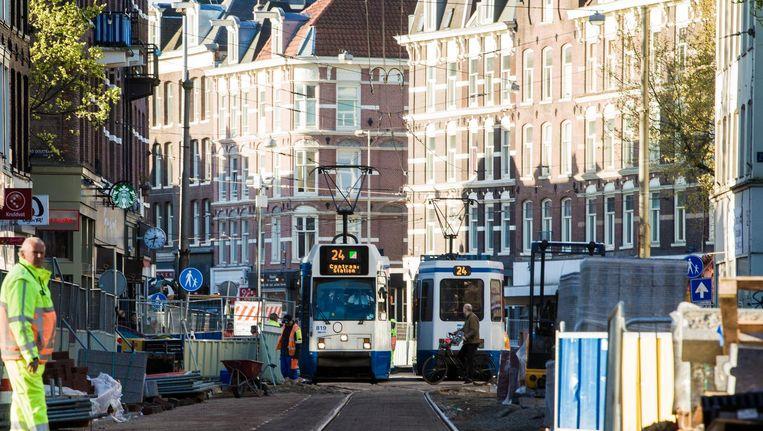 Nog een zomer doorzetten en dan rijdt tram 24 over een verstilde Ferdinand Bolstraat. Beeld Maarten Brante