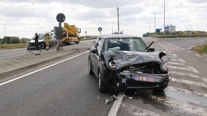 Vrouw gewond bij botsing aan afrit A19