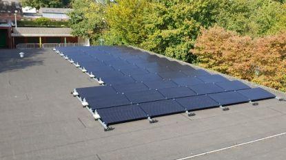 Zonnepanelen op dak van Wegwijzer en De Zonnepit