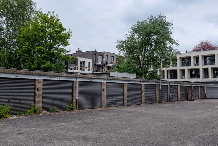 In de Van Peborglei wordt een 30-tal garageboxen afgebroken om plaats te maken voor een nieuwbouwproject.