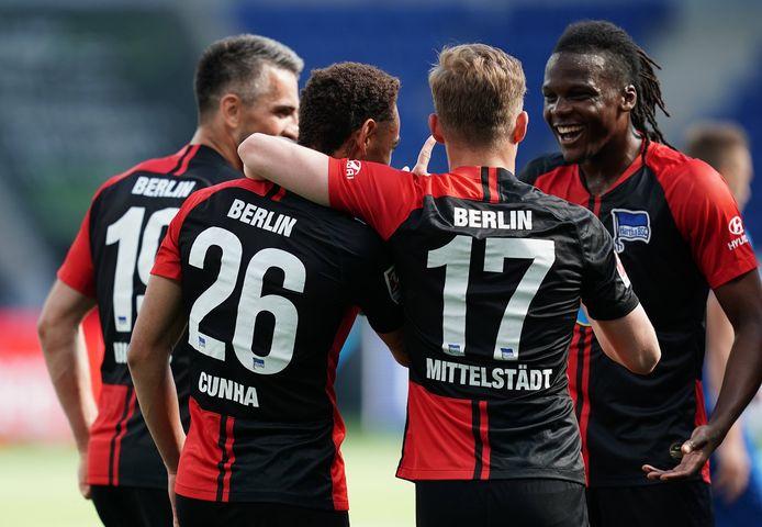 Feest bij Hertha BSC, dat zijn eerste wedstrijd onder Bruno Labbadia overtuigend wint.