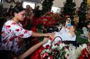 Thaise en buitenlandse christenen tijdens een katholieke mis in Bangkok, in het overwegend boeddhistische Thailand.
