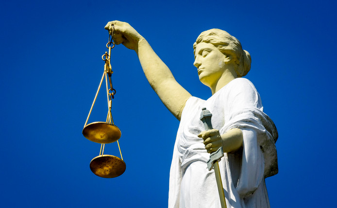 2016-09-15 15:24:42 ROTTERDAM - Een beeld van Vrouwe Justitia, het symbool van rechtvaardigheid. ANP XTRA LEX VAN LIESHOUT