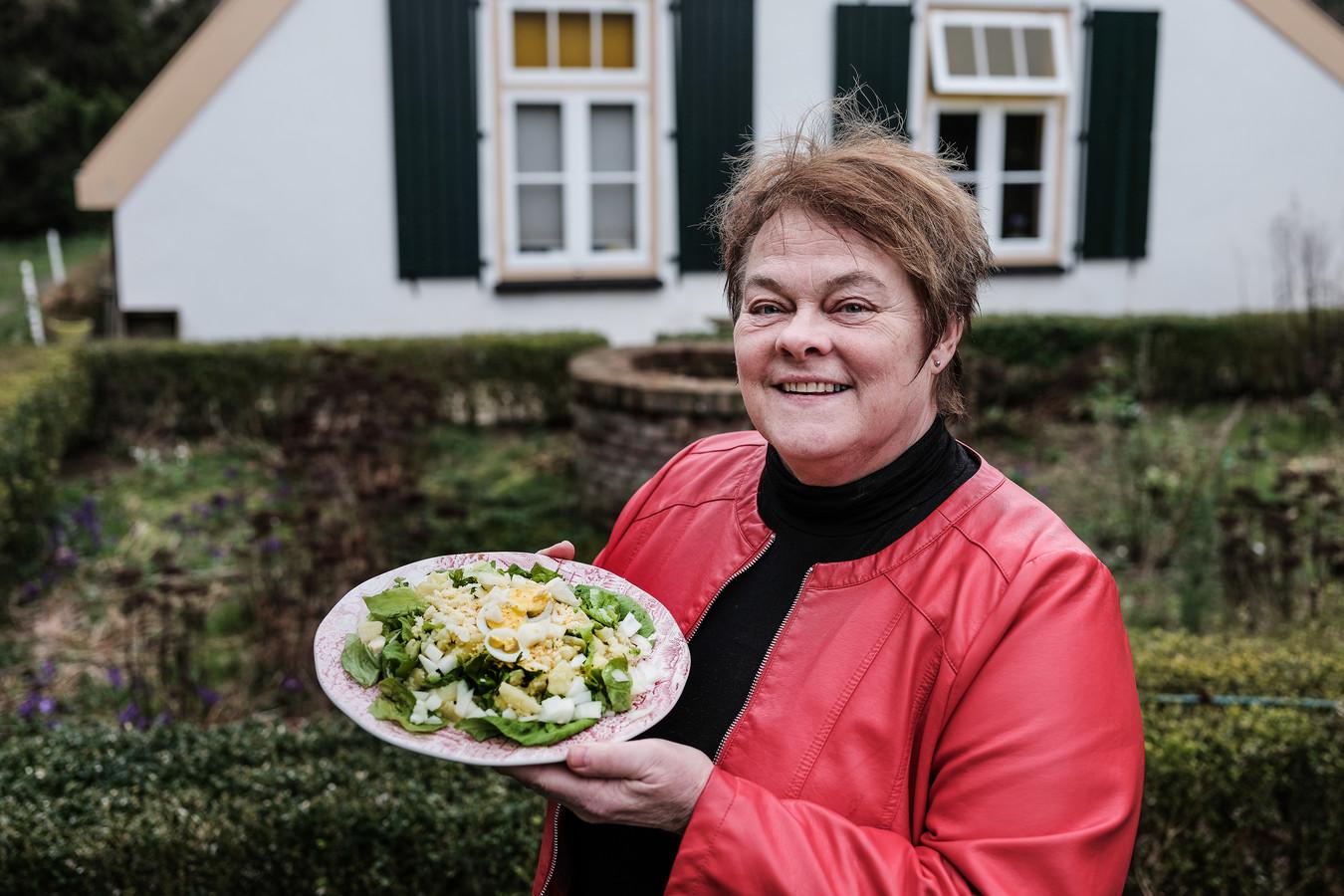 Liesbeth van de Witte Hemel met haar familiegerecht.