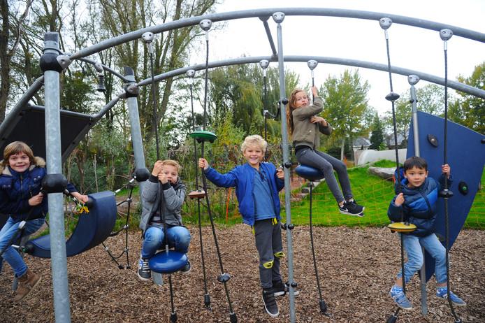 Basisschool de Aventurijn in Middelburg heeft al sinds 2017 een groen schoolplein. De gemeenteraad stimuleert andere scholen ook hun pleinen te vergroenen.