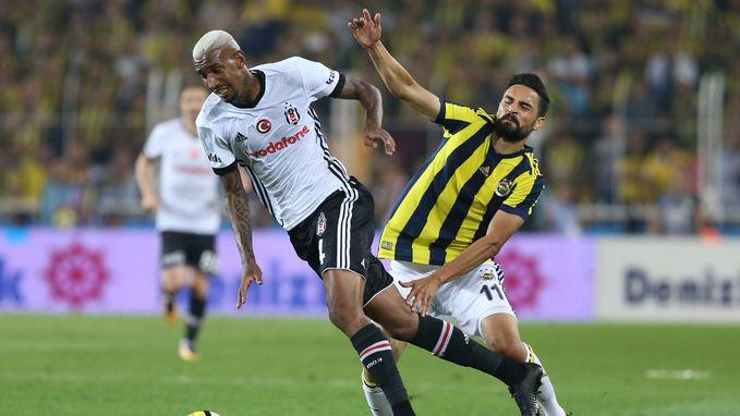 VIDEO: Voetbaloorlog in Turkse topper, met 5 rode en 12 gele kaarten