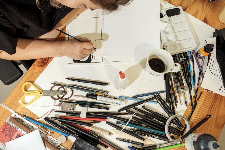 Belangstellenden kunnen in WG Kunst meekijken over de schouder van de acht tekenaars die meewerken aan Doem.