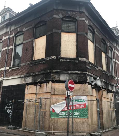 Monumentaal plafond belemmert herstel afgebrande pizzeria Nobelstraat