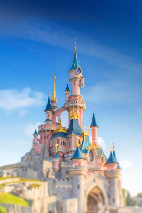 Un visiteur égaré et sous LSD retrouvé pendant la nuit à Disneyland