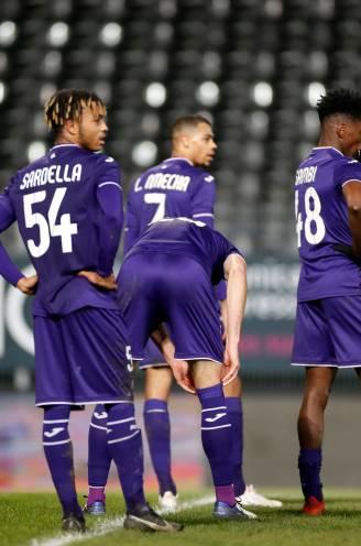 Anderlecht in de allerlaatste seconden onderuit bij Charleroi na flaters van Bundu en Wellenreuther