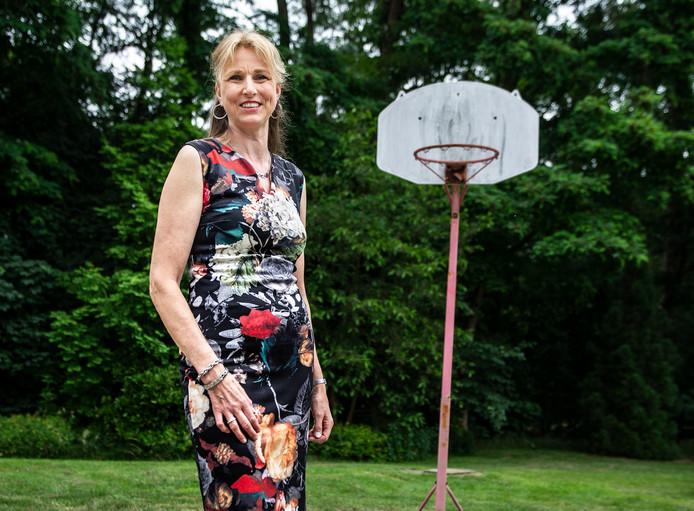 Hellen Keuken: ,,Het is niet meer zoals vroeger op school, dat ik word uitgescholden voor giraf, tante Sidonia, vuurtoren of lantaarnpaal. Maar 'Is het koud daarboven?' hoor ik nog steeds van mensen.''
