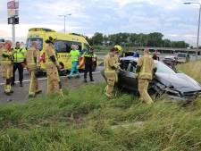 Auto crasht op A13 bij oprit Delft Noord