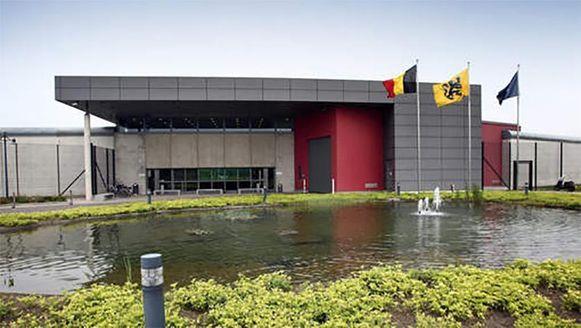 De gevangenis van Hasselt, die een extra beveiligde en afgesloten 'DeRadEx'-afdeling heeft om gevangenen te deradicaliseren.