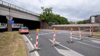 """Brokken komen los van spoorwegbrug: """"N15 afgesloten richting Mechelen"""""""