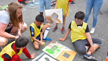 Speelstraatseizoen afgetrapt met graffiti, verf en klei