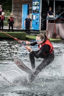 Waarom blinde en slechtziende scholieren leren waterskiën