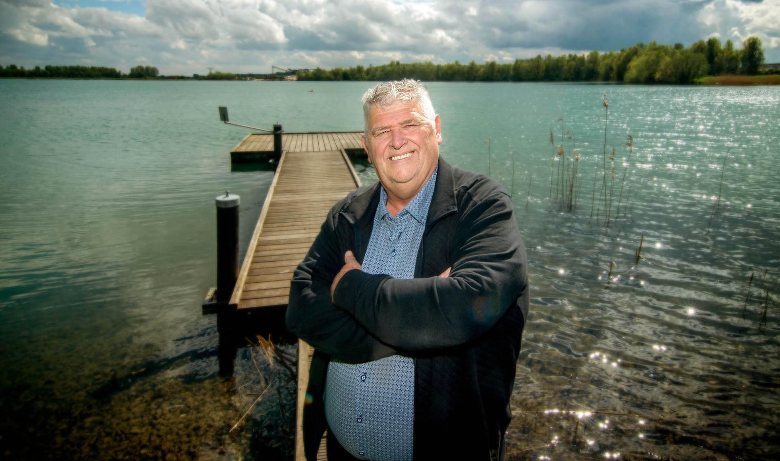 Drutenaar Ger van Hout van de Nederlandse Jagersvereniging zorgde ervoor dat de Gelderse pilot met een jachtopzichter naar Maas en Waal kwam.