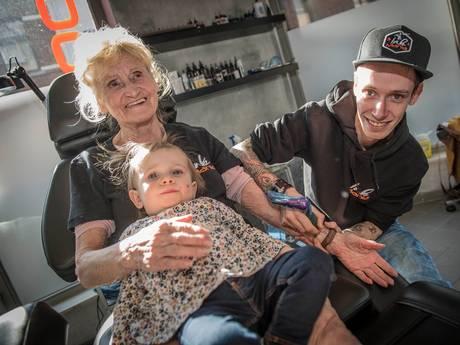 Vier tattoos in twee weken voor oma van bijna 80