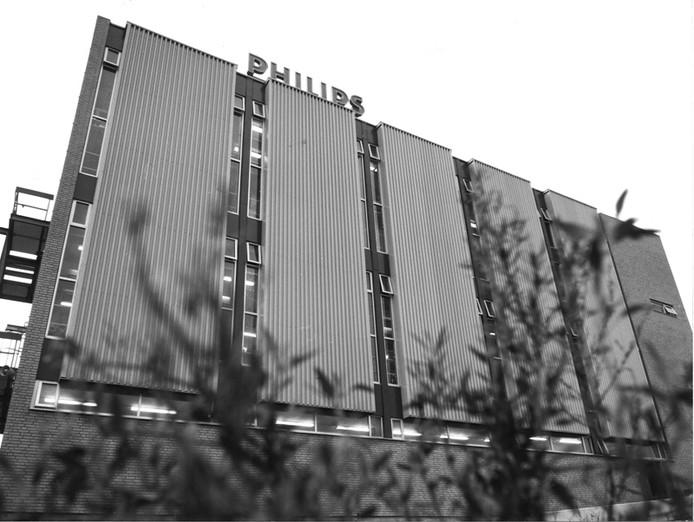 De productiehal van de Magneetbandenfabriek Oosterhout die begin 1977 in gebruik werd genomen. foto archief BN DeStem