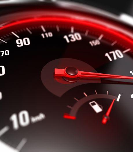 Beginnend bestuurder (22) rijdt met gehuurde auto 100 km/u te hard in bebouwde kom