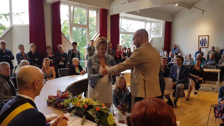 Burgemeester Dorien Cuylaerts en Tom Van Der Smissen leerden elkaar kennen in dancing Histreet. Zijn 'grappig foute schoenen' deden de vonk overslaan.
