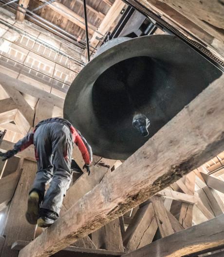 Klim naar boven: Koninklijke klok in Oude Kerk kan weer honderd jaar mee