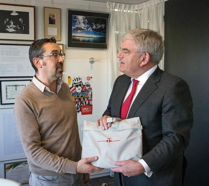Muy Bien Burgemeester Van Zanen Op Spaanse Les Vanwege Komst Vuelta