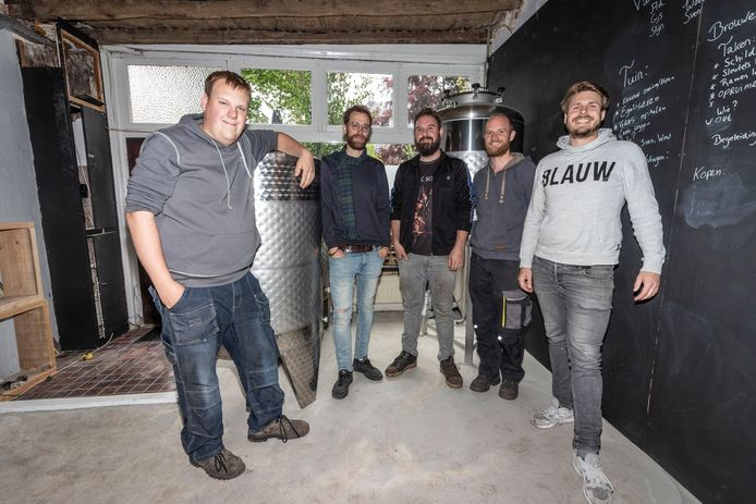 Bierbrouwerij Vagabond: Wout Berkers, Ad Penninx, Sven Brisco, Stijn van Wetten en Gijs Verhagen (vlnr)