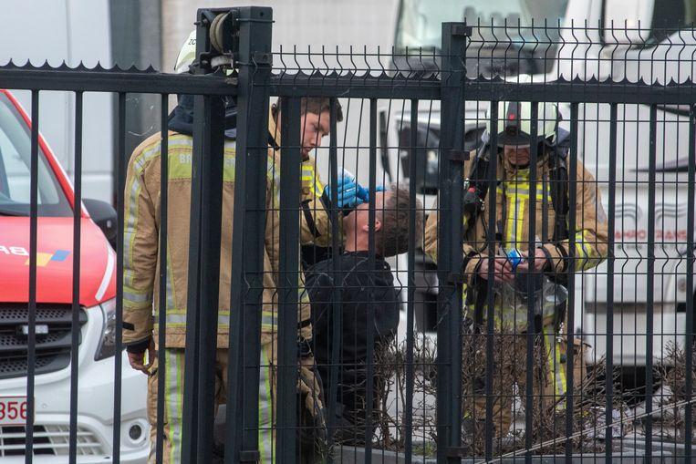 Een werknemer wordt verzorgd na een chemisch incident bij Hamann Wetteren.