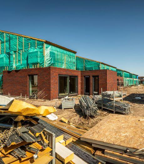 De bouw van 26 duurzame woningen in Helmond ligt stil door conflict
