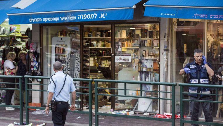 Een winkel in Rishon Lezion waar de Palestijn toesloeg. Beeld afp