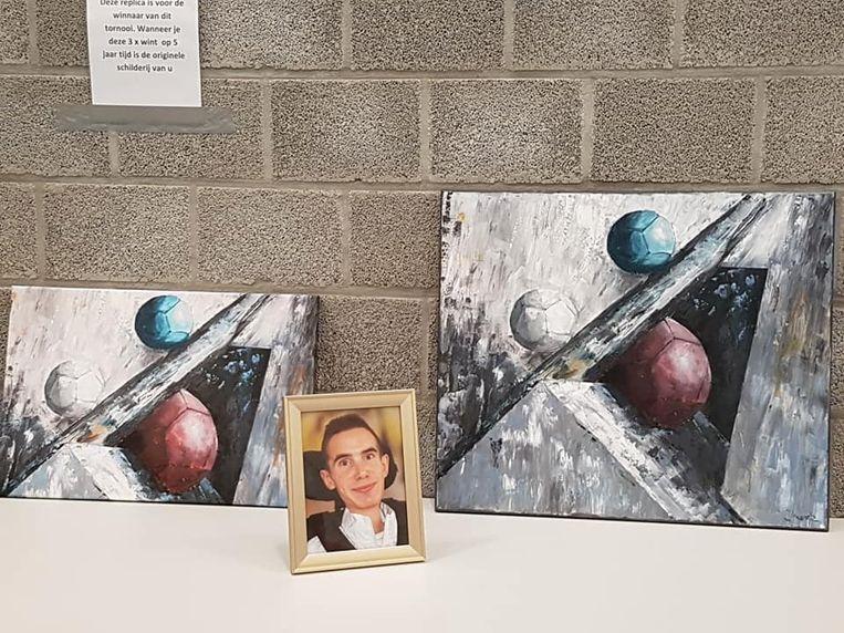 Winnaar Francis Rombouts kreeg een replica van het schilderij als trofee.