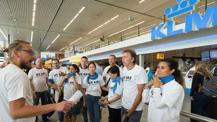 Het grondpersoneel van KLM voert actie voor een betere cao. Beeld anp