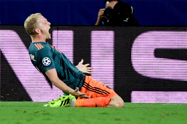 Donny van de Beek maakte het derde doelpunt tegen Valencia. Beeld AFP