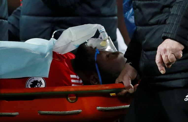 "Soccer Football - Premier League - Manchester United vs Southampton - Old Trafford, Manchester, Britain - December 30, 2017   Manchester United's Romelu Lukaku is stretchered off after sustaining an injury       Action Images via Reuters/Jason Cairnduff    EDITORIAL USE ONLY. No use with unauthorized audio, video, data, fixture lists, club/league logos or ""live"" services. Online in-match use limited to 75 images, no video emulation. No use in betting, games or single club/league/player publications.  Please contact your account representative for further details. © PHOTO NEWS / PICTURE NOT INCLUDED IN THE CONTRACTS  ! only BELGIUM !"