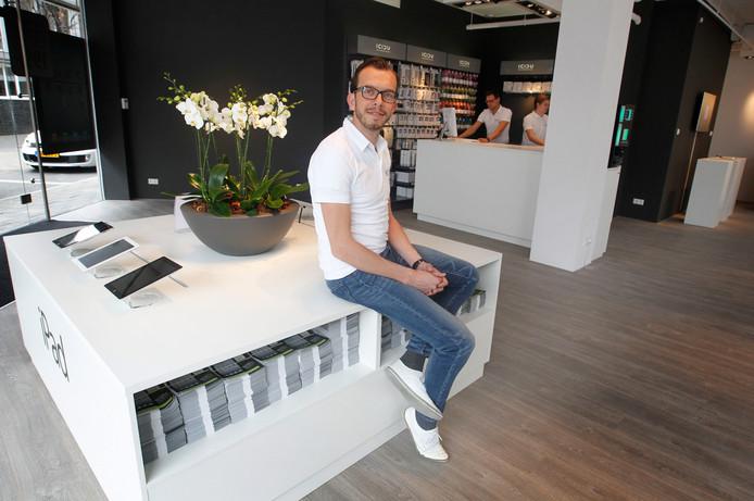 Oprichter Rogier van Camp in zijn Leapp Store in Eindhoven
