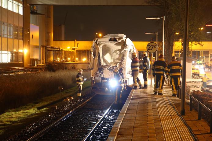 De voorkant van de trein zat na de aanrijding onder de melkpoeder.