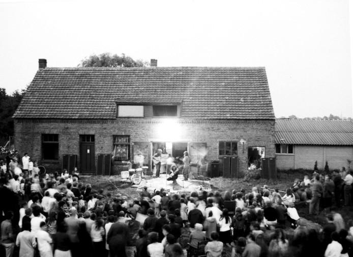 CCC Inc. met onder anderen Ernst Jansz treedt in 1970 op bij de boerderij in Neerkant.