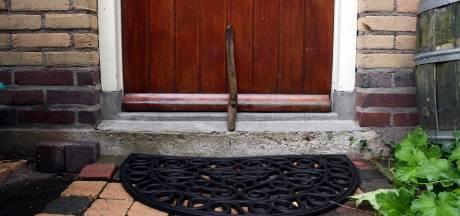 Politie Hengelo waarschuwt voor stokjes bij de deur: 'Kan wijzen op inbrekers'