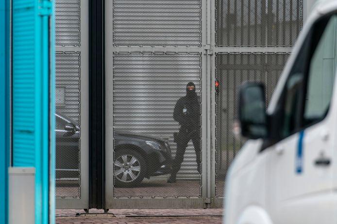 Nederland,  Vught, de bewaking bij de poort van de gevangenis.