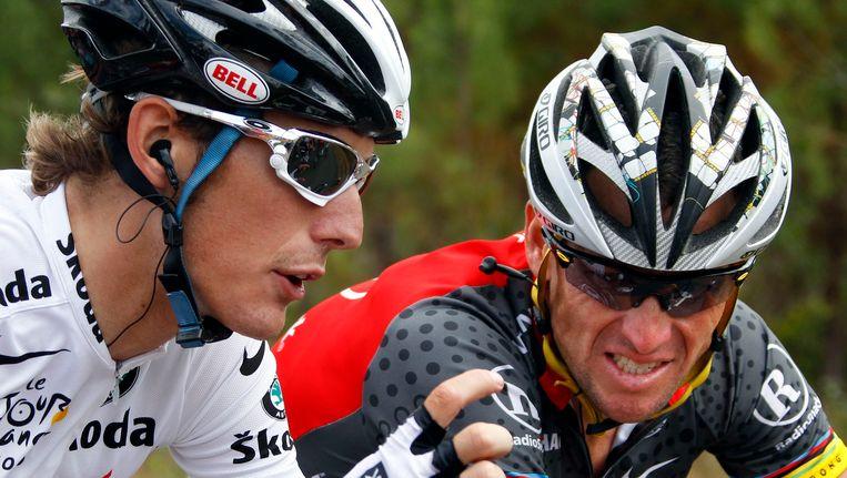 Andy Schleck (links) en Lance Armstrong tijdens de Tour de France van 2010. Beeld reuters