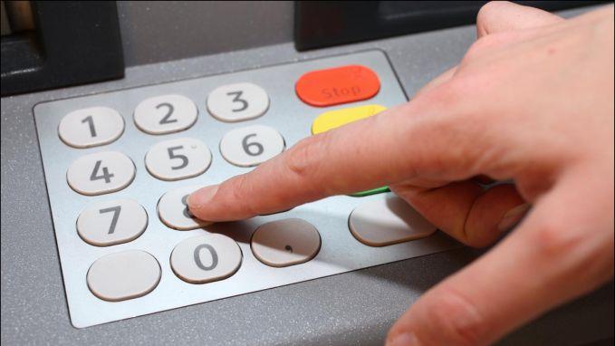 """N-VA wil 'oubollige' wet veranderen: """"Straks weer geldautomaat in supermarkt"""""""