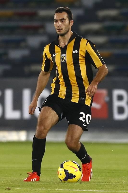 Ivan Obradovic in actie tijdens een oefenduel van Vitesse.