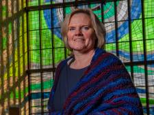 Nicole verbouwt kerk tot eigentijds rouwcentrum: 'Zakdoekjes, smintjes of een slagroomsoes, iedere uitvaart is anders'
